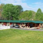 Make a reservation for Two Rivers Lodge | Bryson City, North Carolina